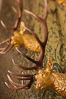Europe/France/Centre/41/Loir-et-Cher/Sologne/ Chambord: Château de Chambord - Salle des Chasses - Détail têtes de cerf dorées -  Musée de la Chasse // France, Loir et Cher, Loire Valley listed as World Heritage by UNESCO, Chateau de Chambord - Chambord's Hunting and Nature Museum, Detailed golden deer heads
