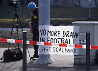 Fussball International Ausserordentlicher FIFA Kongress 2016 im Hallenstadion in Zuerich 26.02.2016 Protestplakat vor dem Hallenstadion, No more Draw in Football, last Goal wins