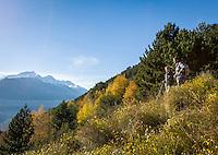 Italy, Alto Adige - Trentino (South Tyrol), valley Val Venosta, Castelbello-Ciardes: hikers enjoying the view from Monte Sole above Castelbello-Ciardes | Italien, Suedtirol, (Alto Adige - Trentino) der  Vinschgau, Kastelbell-Tschars: Wanderer geniessen die Aussicht vom Sonnenberg oberhalb von Kastelbell-Tschars