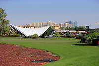 View from the 1st tee during the preview for the DP World Tour Championship at the Earth course,  Jumeirah Golf Estates in Dubai, UAE,  18/11/2015.<br /> Picture: Golffile | Thos Caffrey<br /> <br /> All photo usage must carry mandatory copyright credit (&copy; Golffile | Thos Caffrey)