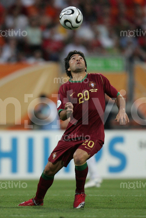 Fussball WM 2006  Achtelfinale   Portugal - Holland ; Portugal - Netherlands  DECO (POR)