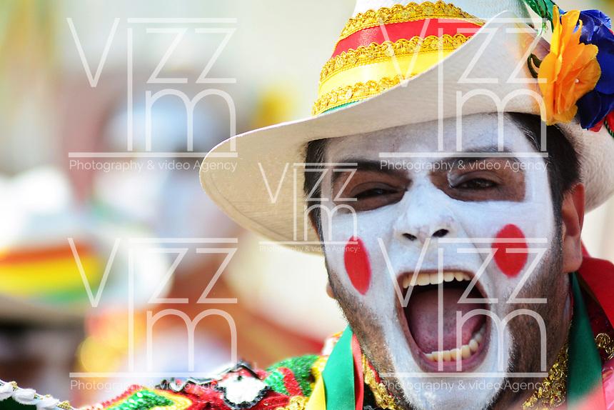 BARRANQUILLA - COLOMBIA, 03-03-2019: Freddy Cervantes, rey Momo, anima al público durante el desfile Gran Parada del Carnaval de Barranquilla 2019, patrimonio inmaterial de la humanidad, que se lleva a cabo entre el 2 y el 5 de marzo de 2019 en la ciudad de Barranquilla. / Freddy Cervantes, Momo, performs to the public during the Gran parada as part of the Barranquilla Carnival 2019, intangible heritage of mankind, that be held between March 2 to 5, 2019, at Barranquilla city. Photo: VizzorImage / Alfonso Cervantes / Cont.