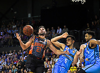 Todd Blanchfield (Hawks) and Shea Ili (Breakers) in action during the Australian National Basketball League match between Skycity Breakers and Illawarra Hawks at TSB Bank Arena in Wellington, New Zealand on Thursday, 14 February 2019. Photo: Dave Lintott / lintottphoto.co.nz
