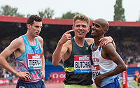 Andrew BUTCHART of GBR points at Mo FARAH of GBR after Mo wins his final track race (3000metres, 7.38.64) while Patrick TIERNAN of Australia looks on during the Muller Grand Prix Birmingham Athletics at Alexandra Stadium, Birmingham, England on 20 August 2017. Photo by Andy Rowland.