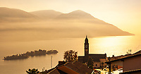Switzerland, Ticino, view from Ronco sopra Ascona at Isole di Brissago at Lago Maggiore | Schweiz, Tessin, Blick von Ronco sopra Ascona auf die Inseln Isole di Brissago im Lago Maggiore