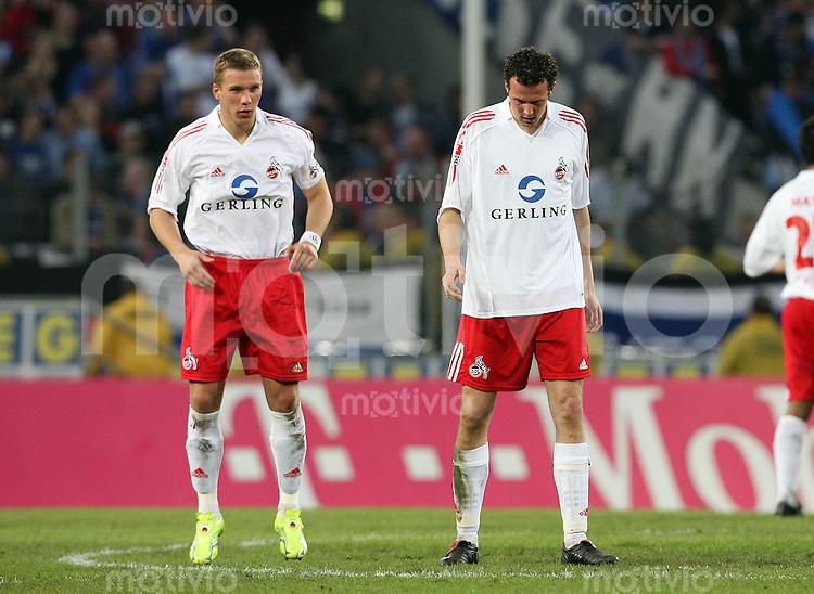 Fussball 1. Bundesliga Saison 2005/2006    32. Spieltag 1. FC Koeln - Hamburger SV               Die Kolener Lukas PODOLSKI (li) und Marco STRELLER (re) sind enttaeuscht