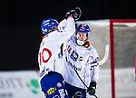 Uppsala 2013-11-20 Bandy Elitserien IK Sirius - Edsbyns IF :  <br /> Edsbyn Jonas Edling gratulerar Edsbyn Daniel Liw efter sitt 7-1 m&aring;l<br /> (Foto: Kenta J&ouml;nsson) Nyckelord:  jubel gl&auml;dje lycka glad happy
