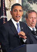 United States President Barack Obama makes remarks on the financial crisis responsibility fee in the Diplomatic Reception Room at the White House in Washington, D.C. on Thursday, January 14, 2010. At right is Lawrence Summers, Director, National Economic Council..Credit: Ron Sachs / Pool via CNP