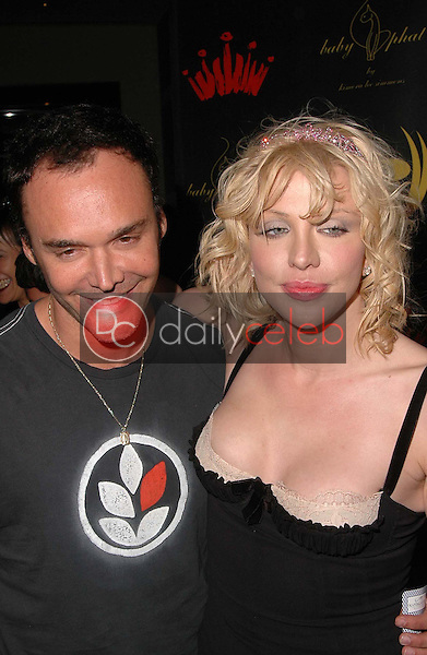 Dave Matthews and Courtney Love<br />at the 3rd Annual Work Hard, Play Harder Lounge benefitting Women For The World. W Hotel, Westwood, CA. 06-25-06<br />Dave Edwards/DailyCeleb.com 818-249-4998