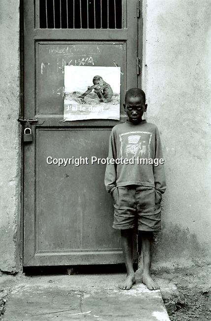 dicorwa00044 .Rwanda. A youth prisoners accused of the genocide in Rwanda in 1994 in the youth prison on April 20, 1995 in Gitagata, Rwanda. About one million people were killed during a civil war in the country. .©Per-Anders Pettersson/iAfrika Photos