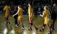 """1. Bundesliga Handball Damen - Frauen Handball BL DHB - Arena Leipzig - HC Leipzig : TSV Bayer 04 Leverkusen """"Handballelfen"""" - im Bild: Im Glanz des Siegers - Luisa Schulze, Maike Daniels, Rannveig Haugen, Maria Kiedrowski . Foto: Norman Rembarz..Norman Rembarz , Autorennummer 41043728 , Augustenstrt. 2, 04317 Leipzig, Tel.: 01794887569, Hypovereinsbank: BLZ: 86020086, KN: 357889472, St.Nr.: 231/261/06432 - Jegliche kommerzielle Nutzung ist honorar- und mehrwertsteuerpflichtig! Persönlichkeitsrechte sind zu wahren. Es wird keine Haftung übernommen bei Verletzung von Rechten Dritter. Autoren-Nennung gem. §13 UrhGes. wird verlangt. Weitergabe an Dritte nur nach  vorheriger Absprache.."""