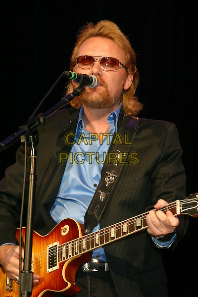LEE ROY PARNELL .Steve Cropper Bash to benefit the T.J. Martell Foundation at the Ryman Auditorium, Nashville, Tennessee, USA..November 1st, 2006.Ref: ADM/RR.half length stage concert live gig performance music singing guitar beard sunglasses shades facial hair.www.capitalpictures.com.sales@capitalpictures.com.©Randi Radcliff/AdMedia/Capital Pictures