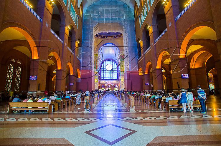 Vista interna da Basílica Nova no Santuário Nacional de Nossa Senhora da Aparecida, Aparecida - SP, 10/2016.