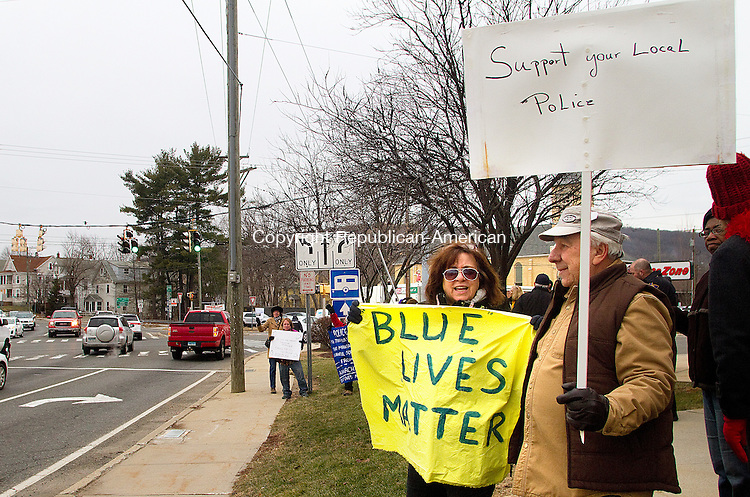 TORRINGTON, CT.- 03 JANUARY 2015 - 010315JW03 - Mary Scaia and Richard LaPorte show their support of the Torrington Police Department Saturday afternoon during a rally held in front of the Torrington Police Department.<br /> Jonathan Wilcox Republican-American