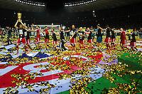 FUSSBALL       DFB POKAL FINALE        SAISON 2012/2013 FC Bayern Muenchen - VfB Stuttgart    01.06.2013 Bayern Muenchen ist Pokalsieger 2013: Bayern Spieler bilden eine Polonaise