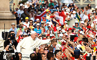 Papa Francesco incontra gli appartenenti al Rinnovamento nello Spirito Santo in Piazza San Pietro, Citta' del Vaticano, 3 luglio 2015.<br /> Pope Francis meets members of the Catholic Charismatic Renewal in St. Peter's Square at the Vatican, 3 July 2015.<br /> UPDATE IMAGES PRESS/Isabella Bonotto<br /> <br /> STRICTLY ONLY FOR EDITORIAL USE