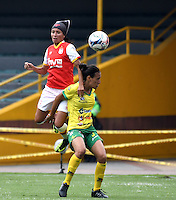 BOGOTA - COLOMBIA - 26-02-2017: Paola Sanchez (Izq.) jugadora de Independiente Santa Fe disputa el balón con Vanesa Castro (Der.) jugadora de Atletico Huila, durante partido por la fecha 2 entre Independiente Santa Fe y Atletico Huila, de la Liga Femenina Aguila 2017, en el estadio Nemesio Camacho El Campin de la ciudad de Bogota. / Paola Sanchez (L) player of Independiente Santa Fe struggles for the ball with Vanesa Castro (R) player of Atletico Huila, during a match of the date 2 between Independiente Santa Fe and Atletico Huila, for the Liga Femenina Aguila 2017 at the Nemesio Camacho El Campin Stadium in Bogota city, Photo: VizzorImage / Luis Ramirez / Staff.