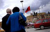 Menschen auf dem Skanderbeg-Platz in Tirana in Albanien im Mai 2009 . Reise Travel Osteuropa Albanien Balkan people skanderbeg skenderbeg.
