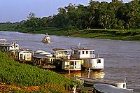 Transporte fluvial pelo Rio Acre. Acre. 2000. Foto de Ricardo Azoury.