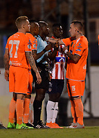 ENVIGADO - COLOMBIA, 21-08-2019: Wander Mosquera, arbitro muestra tarjeta amarilla a Santiago Jiménez de Envigado F. C. durante partido entre Envigado F. C. y Atlético Junior de la fecha 8 por la Liga Águila II 2019, en el estadio Polideportivo Sur de la ciudad de Envigado. / Wander Mosquera, referee shows yellow card to Santiago Jimenez of Envigado F. C. during a match between Envigado F. C., and Atletico Junior of the 8th date  for the Aguila Leguaje II 2019 at the Polideportivo Sur stadium in Envigado city. Photo: VizzorImage / León Monsalve / Cont.
