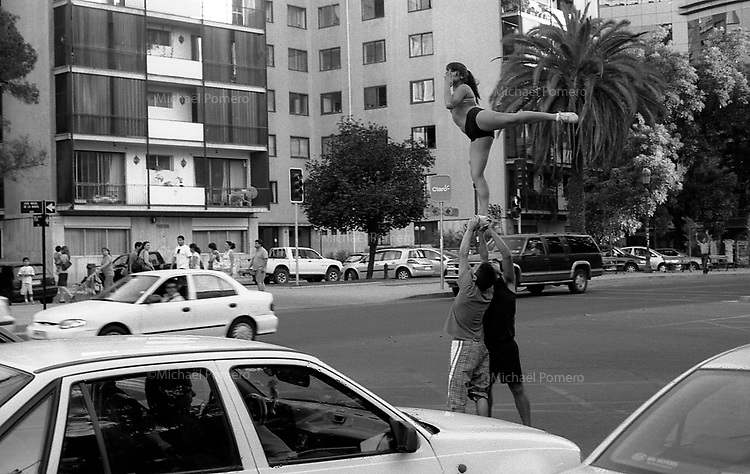 01.2010 Santiago de chile (Chile)<br /> <br /> Acrobates de rue faisant leur numero au feu rouge.<br /> <br /> Street acrobats doing their number on a red light.