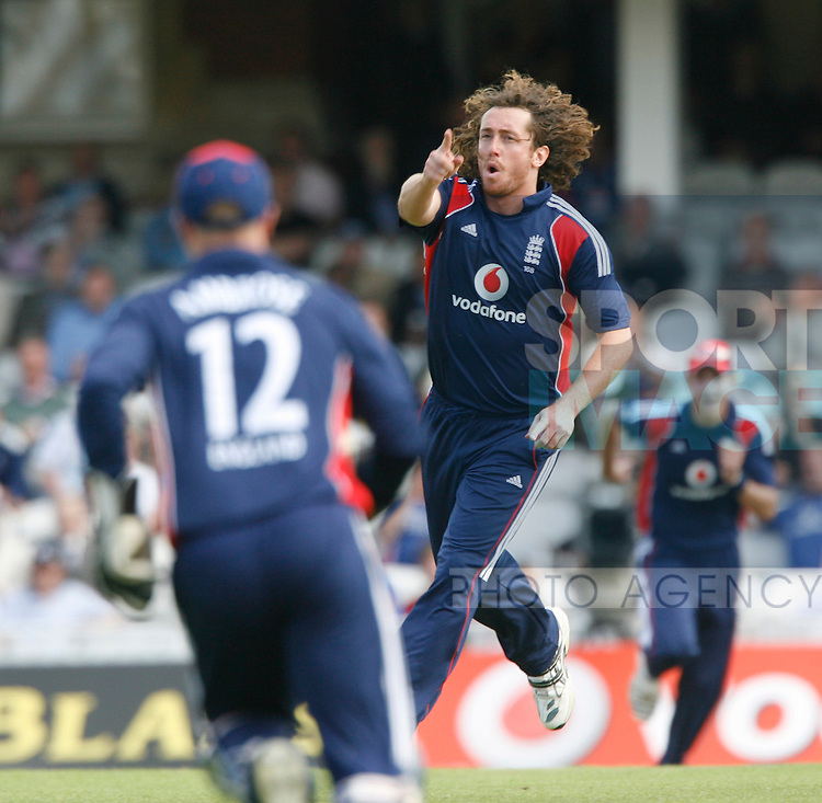 England's Ryan Sidebottom celebrates getting out New Zealand's Brendan McCullum for 1