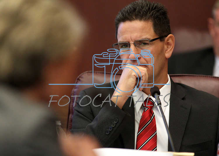 Paul Taggart, an attorney for the Southern Nevada Water Authority, listens to testimony from Pat Mulroy, general manager of the Southern Nevada Water Authority and Las Vegas Valley Water District, during a water hearing in Carson City, Nev., on Monday, Sept. 26, 2011..Photo by Cathleen Allison