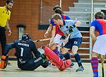 Almere - Zaalhockey  Laren-SCHC (heren)   .  Tim Bakker met keeper Matthijs Odekerken (SCHC) .  TopsportCentrum Almere.    COPYRIGHT KOEN SUYK