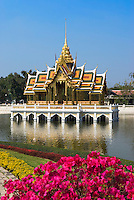 Thailand, Ayutthaya Province, Bang Pa-In: Royal Palace (Summer Palace). The Lake Pavilion or Aisawan Thiphya-Art (Divine seat of personal freedom) | Thailand, Provinz Ayutthaya, Bang Pa-In: Royal Palace (Koeniglicher Sommer-Palast). Phra Thinang Aisawan Thippayat - Kopie des Phra Thinang Amphon Phimok Prasat-Pavillons in Bangkok
