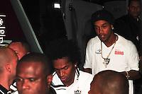 ATENCAO EDITOR: FOTO EMBARGADA PARA VEÍCULOS INTERNACIONAIS. - RIO DE JANEIRO, RJ, 26 DE SETEMBRO DE 2012 - CAMPEONATO BRASILEIRO - FLAMENGO X ATLETICO MG - Ronaldinho Gaucho, jogador do Atletico MG, durante o desembarque da equipe para a partida contra o Flamengo, pela 14a rodada do Campeonato Brasileiro, no Stadium Rio (Engenhao), na cidade do Rio de Janeiro, nesta quarta, 26. FOTO BRUNO TURANO BRAZIL PHOTO PRESS