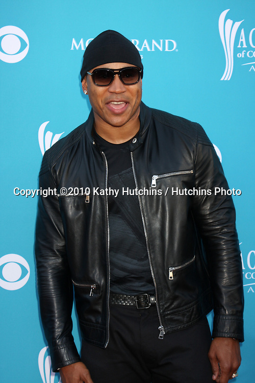 LL Cool J.at the Academy Of Country Music Awards 2010.MGM Grand Arena.Las Vegas, NV.April 18, 2010.©2010 Kathy Hutchins / Hutchins Photo....