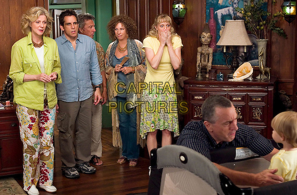 BLYTHE DANNER, BEN STILLER, DUSTIN HOFFMAN, BARBRA STREISAND, TERI POLO & ROBERT DE NIRO.in Meet The Fockers.*Editorial Use Only*.www.capitalpictures.com.sales@capitalpictures.com.Supplied by Capital Pictures.