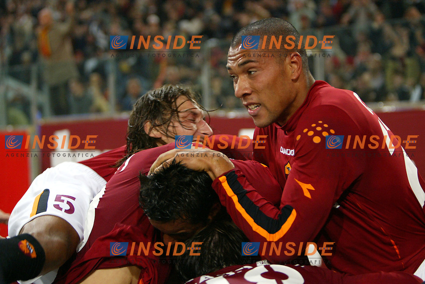 Roma 9/11/2003 <br /> Roma Lazio 2-0 <br /> Amantino Mancini (al centro) sommerso dai compagni dopo il gol del vantaggio per la Roma.<br /> Amantino Mancini (center) celebrates after his goal of 1-0<br /> Foto Andrea Staccioli Insidefoto