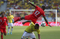 BARRANQUILLA  - COLOMBIA - 8-10-2015: Frank Fabra  jugador de la seleccion Colombia  disputa el balon con Luis Advincula de la seleccion Peru durante primer partido  por por las eliminatorias al mundial de Rusia 2018 jugado en el estadio Metropolitano Roberto Melendez  / : Frank Fabra  player of Colombia  fights for the ball with Luis Advincula  of selection of Peru during first qualifying match for the 2018 World Cup Russia played at the Estadio Metropolitano Roberto Melendez. Photo: VizzorImage / Felipe Caicedo / Staff.