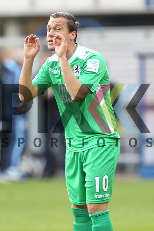 Muenchens Michael Liendl (Nr.10) fordert Fingerspitzengefuehl vom Schiedsrichter beim Spiel in der 2. Bundesliga SC Paderborn - TSV 1860 Muenchen.<br /> <br /> Foto &copy; PIX-Sportfotos *** Foto ist honorarpflichtig! *** Auf Anfrage in hoeherer Qualitaet/Aufloesung. Belegexemplar erbeten. Veroeffentlichung ausschliesslich fuer journalistisch-publizistische Zwecke. For editorial use only.
