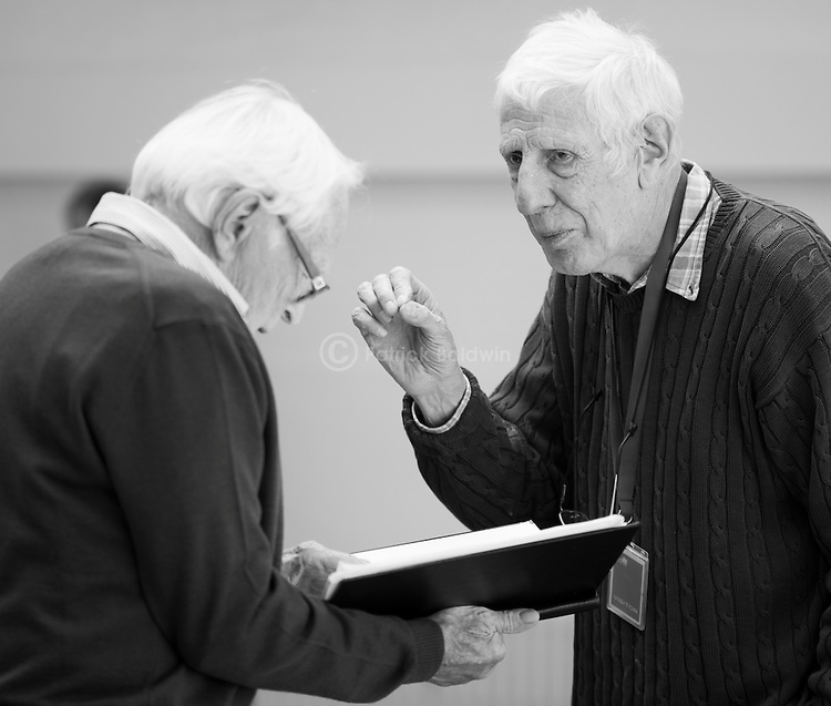 """""""King Lear"""" rehearsed reading rehearsals. Old Vic Theatre. Director: Jonathan Miller. L to R: Tony Britton, Jonathan Miller."""