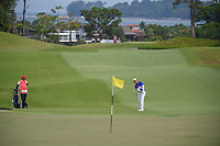 Yung-Hua LIU (TPE) chips on to 18 during Rd 1 of the Asia-Pacific Amateur Championship, Sentosa Golf Club, Singapore. 10/4/2018.<br /> Picture: Golffile | Ken Murray<br /> <br /> <br /> All photo usage must carry mandatory copyright credit (&copy; Golffile | Ken Murray)