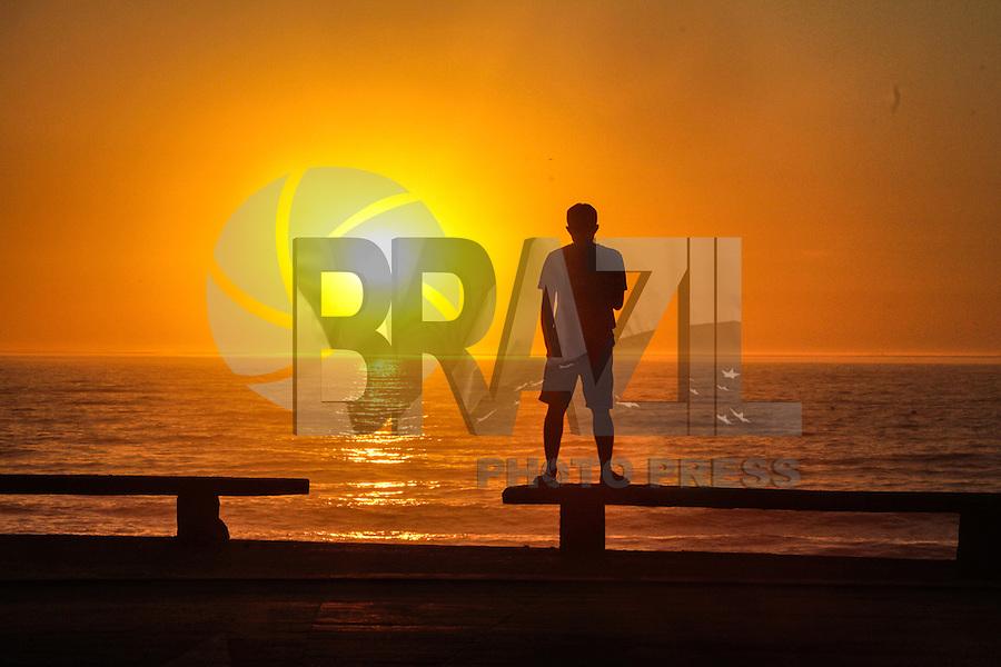 RIO DE JANEIRO; RJ; 04.02.2014 - A terça-feira se inicia no Recreio dos Bandeirantes, zona oeste da cidade, com sol e céu claro e temperaturas amenas que devem subir ao longo do dia na capital fluminense. FOTO: NÉSTOR J. BEREMBLUM - BRAZIL PHOTO PRESS.