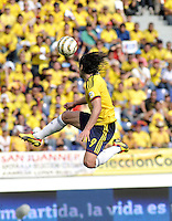 BARRANQUILLA - COLOMBIA -22-03-2013: Radamel Falcao García de Colombia en acción durante  partido Colombia - Bolivia en el Estadio Metropolitano Roberto Meléndez en la ciudad de Barranquilla, marzo 22 de 2013. Partido de la 11 ª fecha de las Clasificatorias Sudamericanas para la Copa Mundial de la FIFA Brasil 2014. (Foto: VizzorImage / Luis Ramírez / Staff). Radamel Falcao García (L) of Colombia in action during a match Colombia - Bolivia  at the Metropolitan Stadium Roberto Melendez in Barranquilla city, on March 16, 2013. Game of the 11th round of the South American Qualifiers for the FIFA World Cup Brazil 2014. (Photo: VizzorImage / Luis Ramirez / Staff.)