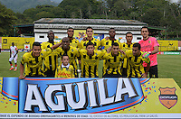 FLORIDABLANCA -COLOMBIA, 19-02-2013.  Jugadores de Alianza Petrolera posan para una foto previo al encuentro con Independiente Santa Fe por la fecha 4 de la Liga Aguila I 2015 disputado en el estadio Alvaro Gómez Hurtado de la ciudad de Floridablanca./ Players of Alianza Petrolera pose to a photo prior the match against Independiente Santa Fe for the 4th date of the Aguila League I 2015 played at Alvaro Gomez Hurtado stadium in Floridablanca city Photo:VizzorImage / Jose Martinez / Cont