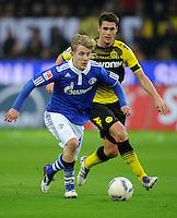 FUSSBALL   1. BUNDESLIGA   SAISON 2011/2012    14. SPIELTAG Borussia Dortmund - FC Schalke 04      26.11.2011 Lewis HOLTBY (li, Schalke) gegen Sebastian KEHL (re, Dortmund)