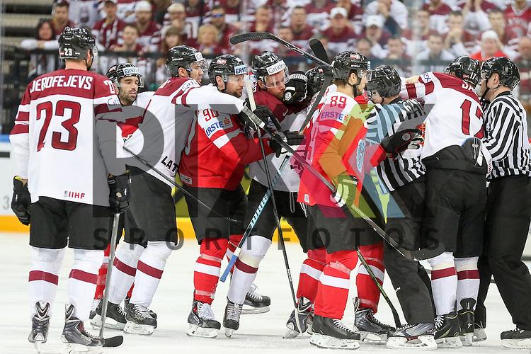 Faustkampf und Gerangel im Spiel IIHF WC15 Oestereich vs. Lativa.<br /> <br /> Foto &copy; P-I-X.org *** Foto ist honorarpflichtig! *** Auf Anfrage in hoeherer Qualitaet/Aufloesung. Belegexemplar erbeten. Veroeffentlichung ausschliesslich fuer journalistisch-publizistische Zwecke. For editorial use only.