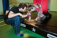a Torino, il  Circus Ability è una scuola di circo speciale, per persone speciali, con differenti abilità. La dis-abilità per il circo è veramente una diversa abilità. I laboratori di circo comprendono la giocoleria, l'acrobatica, l'equilibrismo, l'acrobatica aerea, la clowneria e l'arte di strada. Alla base la spinta aggregativa e socializzante di tutte queste attività. Mara sul tessuto a U
