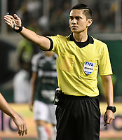 PALMIRA - COLOMBIA, 20-11-2019: Carlos Herrera, arbitro, durante partido entre Deportivo Cali y América de Cali por la fecha 4, cuadrangulares semifinales, de la Liga Águila II 2019 jugado en el estadio Deportivo Cali de la ciudad de Palmira. / Carlos Herrera, referee, during match between Deportivo Cali and America de Cali for the date 4, quadrangulars semifinals, as part of Aguila League II 2019 played at Deportivo Cali stadium in Palmira city . Photo: VizzorImage / Gabriel Aponte / Staff