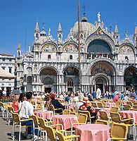 Italy,  Veneto, Venice: Cafe in St. Marks Square | Italien, Venetien, Venedig: Cafe auf dem Markusplatz