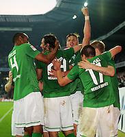 FUSSBALL   1. BUNDESLIGA   SAISON 2011/2012    7. SPIELTAG SV Werder Bremen - Hertha BSC Berlin                   25.09.2011 NALDO, Torschuetze Claudio PIZARRO Claudio PIZARRO und Aleksandar IGNJOVSKI (v.l., alle Bremen) jubeln nach dem Tor zum 2:1