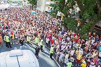 CURITIBA, PR, 09.02.2014 –  CARNAVAL 2014 / FOLIA EM CURITIBA - Acontece na tarde desse domingo (09), na rua Marechal Deodoro, centro de Curitiba, o tradicional desfile de bloco Garibaldis e Sacis, abrem os desfiles de pré-carnaval 2014. Serão cinco domingos com desfiles do bloco no Centro de Curitiba. Primeiro fim de semana tem tema livre para fantasias. Pela primeira vez, o grupo deixa de reunir os foliões no Largo da Ordem e passa a percorrer um trecho da Rua Marechal Deodoro. (Foto: Paulo Lisboa / Brazil Photo Press)