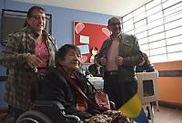 BOGOTA - COLOMBIA, 27-05-2018:Gente de todas las edades se acercan a ejercer su derecho. Las elecciones presidenciales de Colombia de 2018 se celebrarán el domingo 27 de mayo de 2018. El candidato ganador gobernará por un periodo máximo de 4 años fijado entre el 7 de agosto de 2018 y el 7 de agosto de 2022. / People of all ages come to excert their right. Colombia's 2018 presidential election will be held on Sunday, May 27, 2018. The winning candidate will govern for a maximum period of 4 years fixed between August 7, 2018 and August 7, 2022. Photo: VizzorImage / Nicolas Aleman / Cont