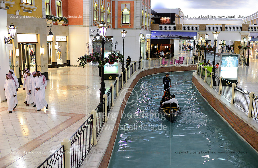 QATAR, Doha, Aspire Zone, Villaggio climatized shopping mall with Venice theme imitation, artificial canal with Gondola and luxury boutique / KATAR, Doha, klimatisierte Villaggio shopping mall mit Venedig Imitation, Kanal mit Gondel