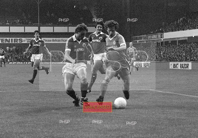 26/08/1980 Everton v Blackpool League Cup 2nd Round 1st Leg .Colin Morris races past Steve McMahon....© Phill Heywood.